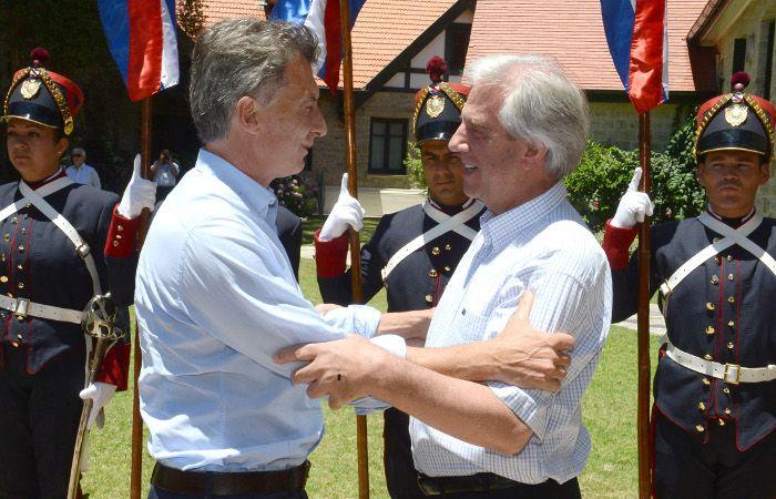 Macri y Vázquez se reunieron hoy en Uruguay.