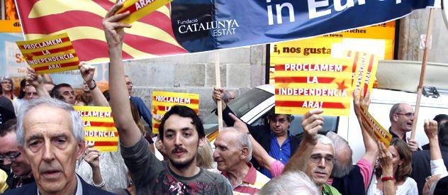 La ola independentista agita a los catalanes