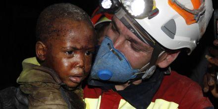 Los rescatistas se esfuerzan en Haití y se agota el tiempo para hallar sobrevivientes