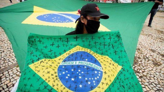 Brasil reportó 2.173 nuevas muertes y superó los 450 mil decesos por coronavirus