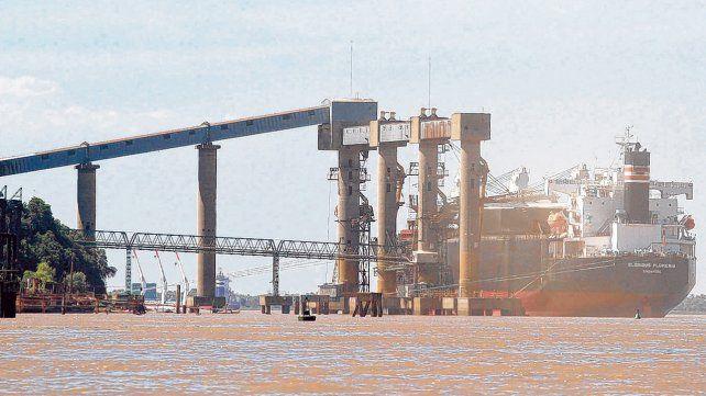 Agroexportaciones. El complejo oleaginoso instalado sobre el río Paraná es el más importante del mundo. Ahora denuncian el proteccionismo global.