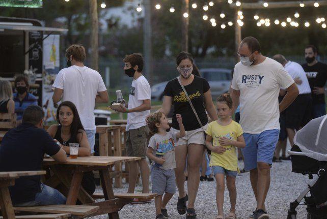 En bares y restaurantes habrá que mantener distanciamiento y reducción de aforos por lo menos hasta llegar a la no circulación comunitaria.