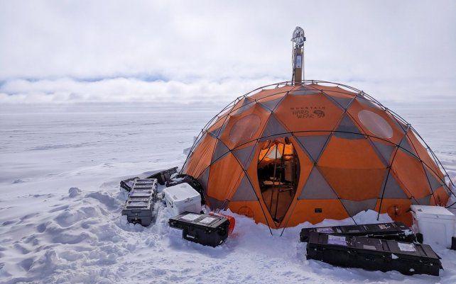 Un prospector de vida para Encélado supera ensayos en Groenlandia. Un prototipo de instrumento concebido para buscar vida microbiana en mundos con océanos bajo sus cortezas heladas ha sido probada con éxito en el frío extremo del hielo de Groenlandia.