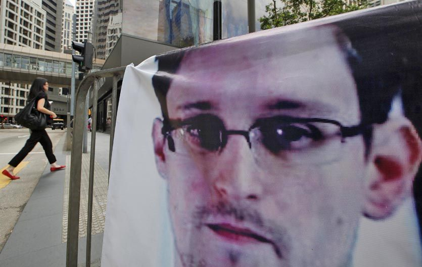 El topo. Un afiche de Snowden en pleno centro de Hong Kong. El ex agente teme ser extraditado a EEUU.