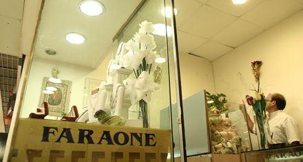Se llevan 70 mil pesos y alhajas de una joyería en un Carrefour del noroeste rosarino