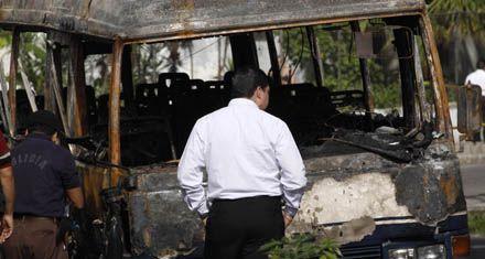 Pandilleros incendian un micro y matan a 14 personas en El Salvador