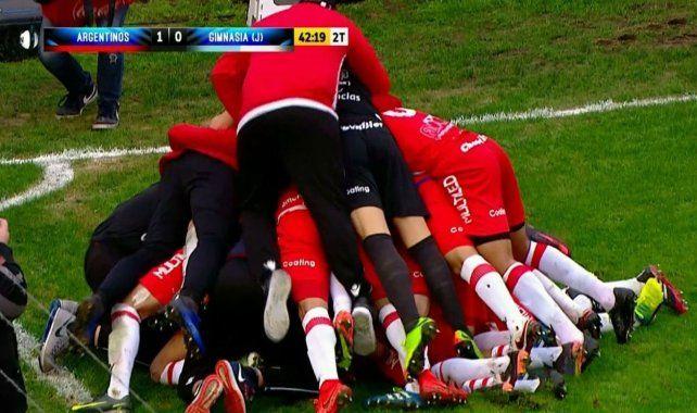 El Argentinos Juniors del Gringo Heinze ganó y logró el ascenso a Primera División