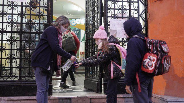 La decisión del gobierno provincial acelera el regreso pleno de las clases presenciales en Santa Fe.
