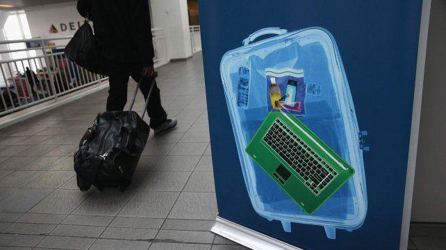 Comenzó el control de pasajeros que viajan a Estados Unidos con tablets y computadoras