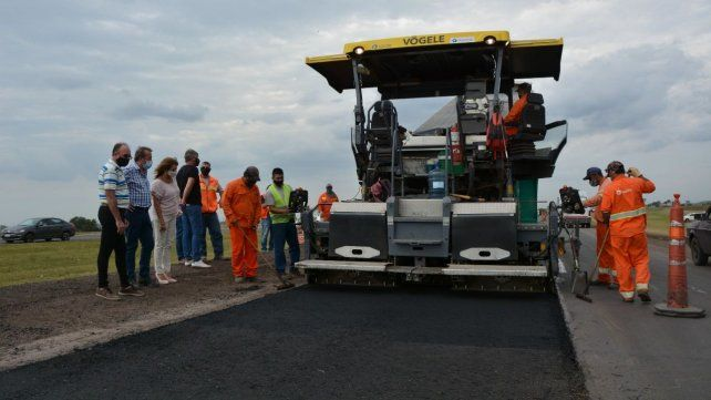 El anuncio de reparación de la ex ruta 9 fue durante una recorrida por las obras en la autopista a Córdoba.