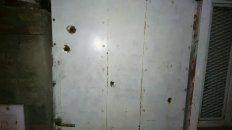 Las balas impactaron este lunes por la noche en la puerta de la vivienda ubicada en barrio José Hernández.