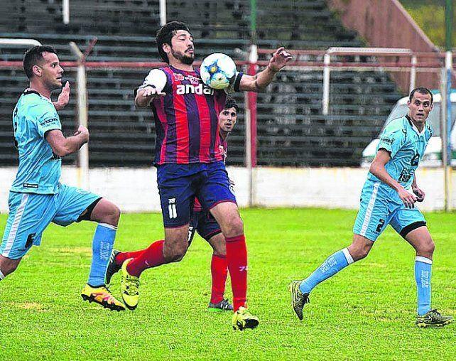 Goleador. Juan Pablo Pereyra de tiro libre anotó el primer tanto para los charrúas.