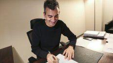 Randazzo firma su candidatura.