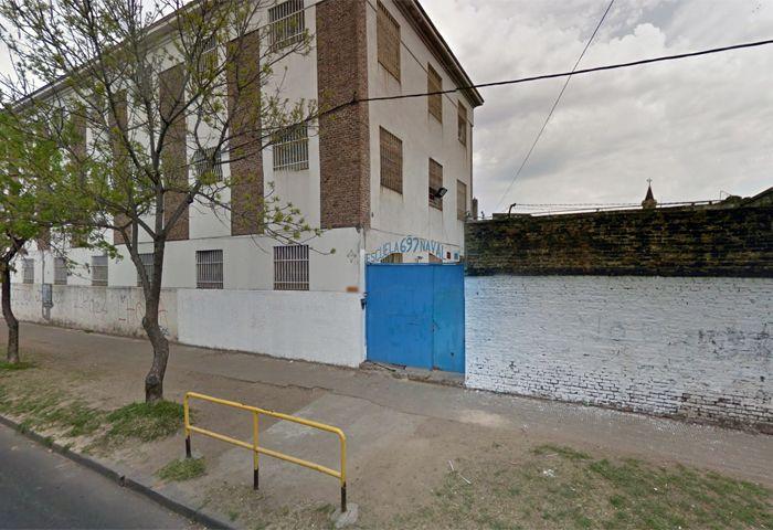 Los alumnos de la escuela naval de Buenos al 2700 piden un edificio cerca del río para aprender.