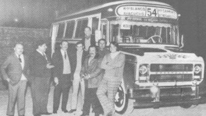 El viejo 54. Un Chevrolet con una carrocería San Antonio, de 1973, en una foto de la Revista El Transportista.