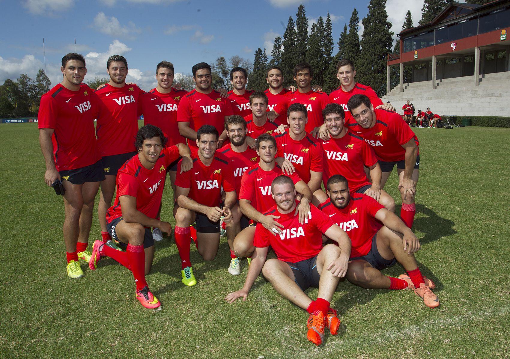 El grupo. Los jugadores del seleccionado posaron para la foto tras el entrenamiento que cumplieron ayer.