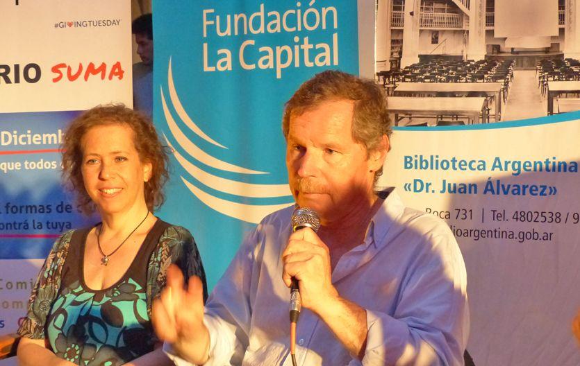 """{altText(Juan Carr estuvo en Rosario presentando el libro """"#Hoy me comprometo. 100 acciones solidarias"""".,"""