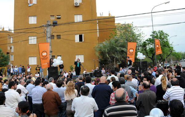 Recorrida. La intendenta celebró el final de la primera etapa de obras en el Fonavi del barrio de la Carne.