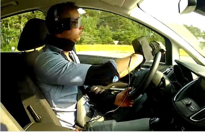 En el video se muestra cómo afectan las drogas en la conducción de un vehículo.