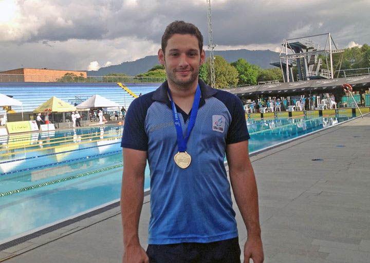 Dueño del podio. El atleta de 21 años ganó tres preseas doradas y dos de plata.