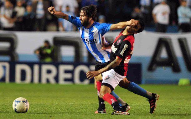 Los dos adentro. Cáceres no se lo quería perder por nada y juega. Figueroa ingresa por el lesionado Maxi Rodríguez.