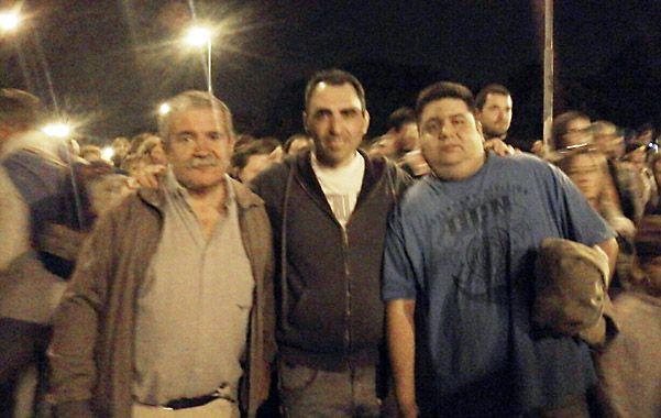 Peregrino. Juan Carlos (centro) asistió ayer al Camino de la Cruz.