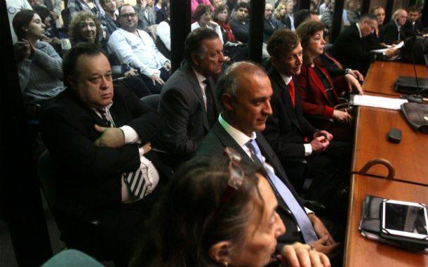 El ex presidente adujo problemas de salud en el jucio oral que comenzó hoy. (Foto: NA)