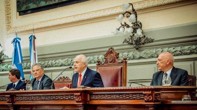 Lifschitz ratificó la consulta por la reforma de la Constitución