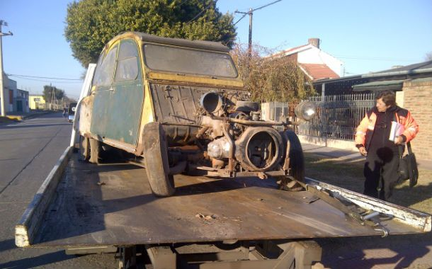 Un Citroën abandonado fue secuestrado por personal de Transito.