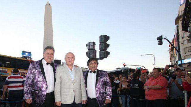 Los Palmeras en el Obelisco porteño, donde ofrecieron un show para 120 mil personas, junto al gobernador Lifschitz.