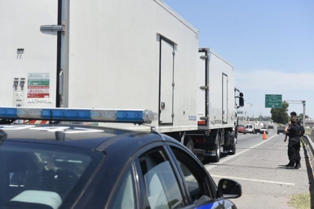 Un hombre fue atropellado por un camión y está grave