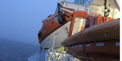 Crucero noruego chocó contra iceberg en la Antártida