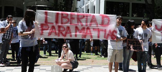 Familiares y amigos pidieron ayer por la liberación de Matías Orsi. (Foto: S. Salinas)