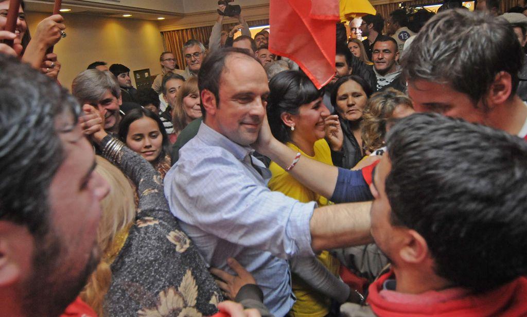 únicos. Sólo los simpatizantes del radicalismo celebraron durante la noche del domingo en la capital santafesina.