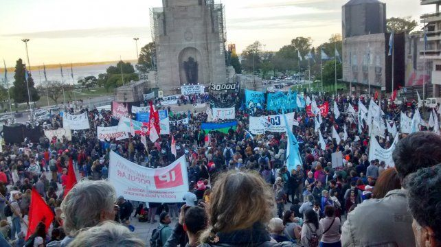 Movilización. Miles de rosarinos se prendieron a la marcha para reclamar por Maldonado.