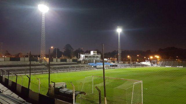 El Rojo visita a Fénix en el estadio Parque Alfredo Víctor Viera.