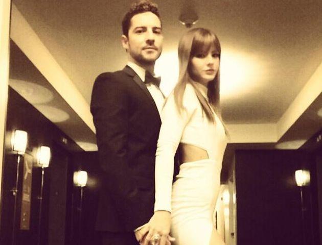 La pareja paseó su amor por la alfombra roja del Hotel Beverly Hilton de Los Ángeles.