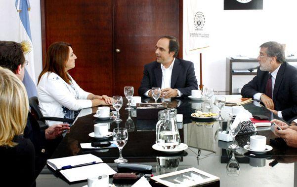 A dos voces. Los intendentes Mónica Fein y José Corral habían rechazado una iniciativa que consideraban desfavorable para Rosario y la capital provincial.
