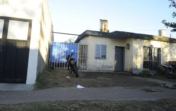 el frente. La casa donde estaba Lourdes Canteros al ser asesinada.