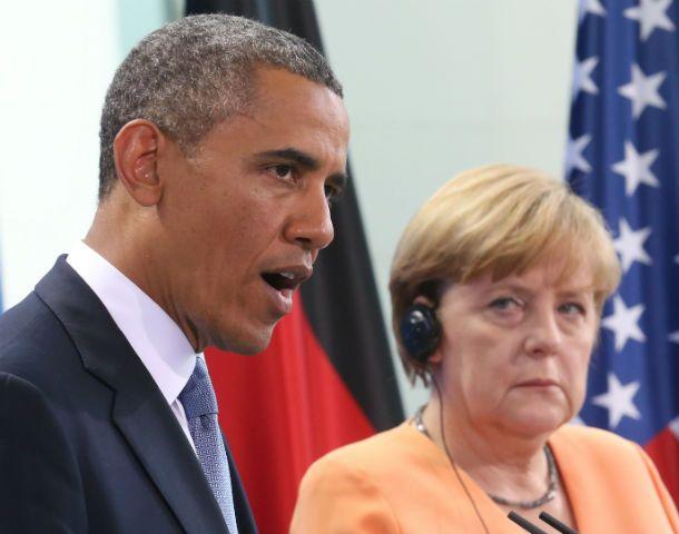 ¿Obama sabía que escuchaban las conversaciones de Merkel? La mirada de la canciller alemana no es muy amistosa.