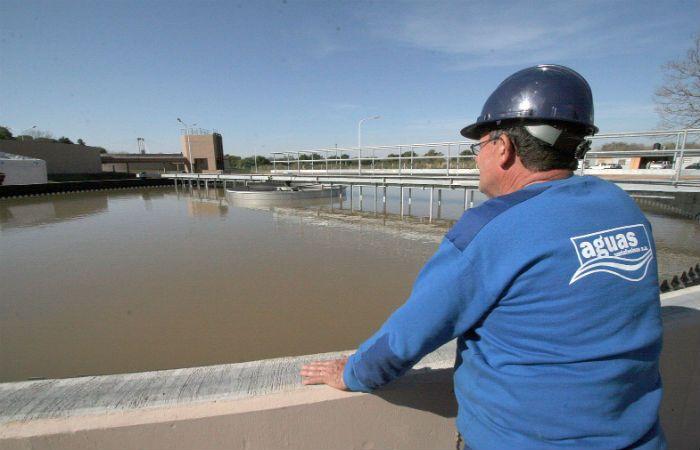 En la planta potabilizadora. El tratamiento del agua que proviene del Paraná es una tarea clave.