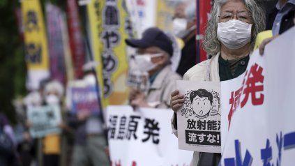 Protestas en Tokio frente al despacho de la Jefatura de Gobierno.