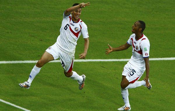 El costarricense Duarte festeja su gol