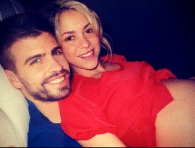 La cantante colombiana compartió en su cuenta de Twitter una imagen donde está con su novio Gerard Piqué reposando antes de recibir a su primogénito.