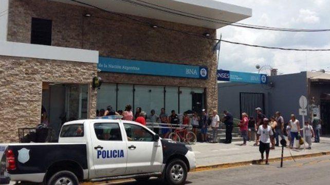 Detienen a una mujer policía por encubrir el crimen del cajero del Banco Nación