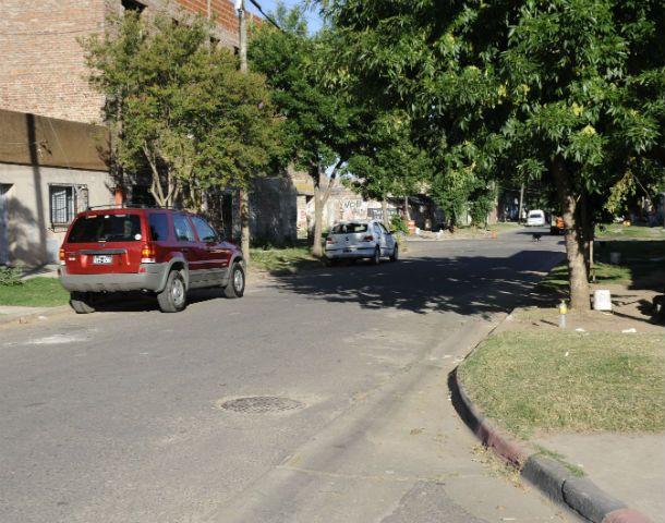 El lugar. El cuerpo apareció debajo de un árbol. Lo habrían tirado desde un auto.