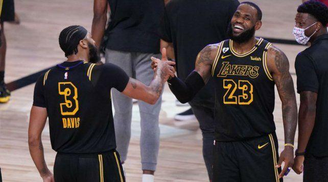 Los Lakers tuvieron a un LeBron James intratable: 25 puntos