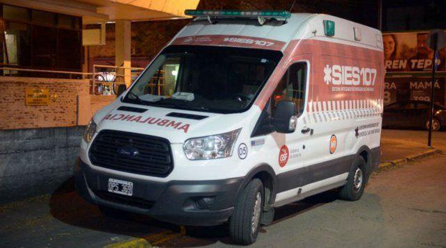 Rosario violenta. El taxista herido fue atendido por médicos del Sies.