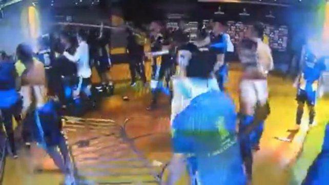 Serios incidentes con jugadores de Boca: gases lacrimógenos en los vestuarios del Mineirão