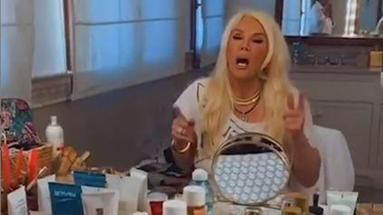 Susana Giménez se sentó frente al espejo y cantó el Abecedario de L-Gante mientras retocaba su maquillaje.